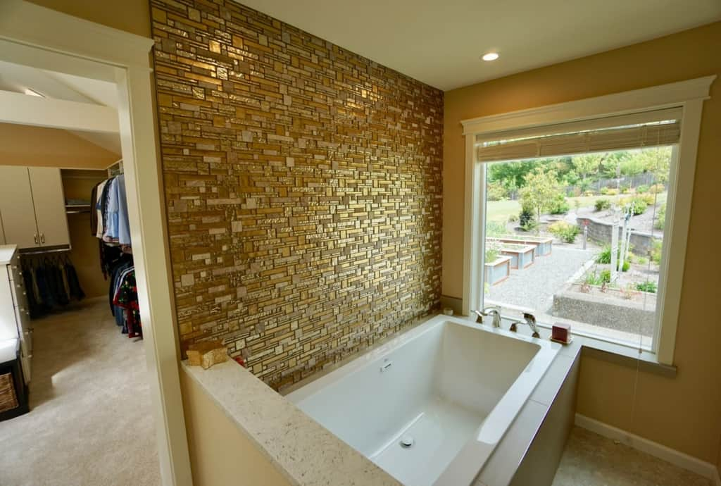Bathroom - Tub